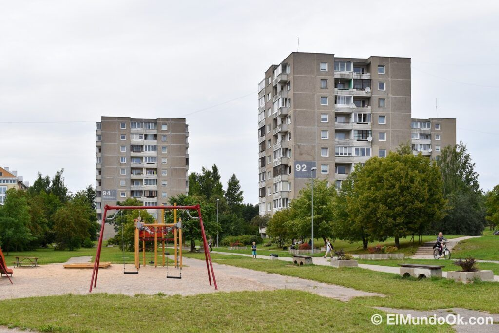 The neighborhood of Fabijoniskes and its already famous block 92, the supposed city of Pripyat in the HBO series. Where scenes of Chernobyl were filmed in Vilnius.
